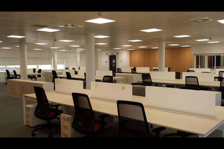 Pablo barone oficinas caser seguros madrid sede juli n camarillo proyecto de iluminaci n y - Oficinas de adecco en madrid ...